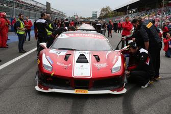 #9 Ferrari 488, Formula Racing: Niklas Nielsen, in griglia di partenza
