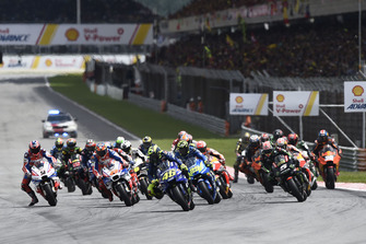 Valentino Rossi, Yamaha Factory Racing leads at the race start
