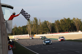 Checered flag Dusan Borkovic, Target Competition Hyundai i30 N TCR