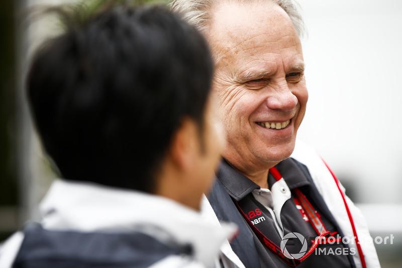 Ayao Komatsu, Chief Race Engineer, Haas F1, talks with Gene Haas, Team Owner, Haas F1