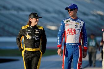 Joey Logano, Team Penske, Ford Fusion AAA Insurance, Landon Cassill, StarCom Racing, Chevrolet Camaro Brookshire's