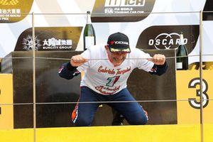 Podium: Champion Gabriele Tarquini, BRC Racing Team Hyundai i30 N TCR