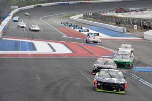 Alex Bowman, Hendrick Motorsports, Chevrolet Camaro Axalta, Erik Jones, Joe Gibbs Racing, Toyota Camry Reser's
