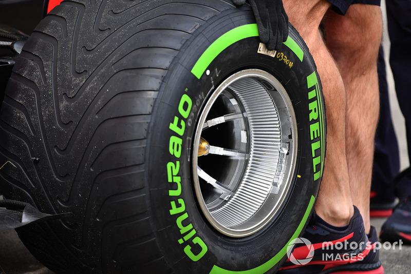 Neumático Pirelli montado en Red Bull RB14