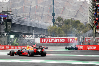 Valtteri Bottas, Mercedes AMG F1 W09 EQ Power+, stops on track