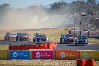 Rallycross-Action in Kapstadt: Petter Solberg, PSRX Volkswagen Sweden, führt