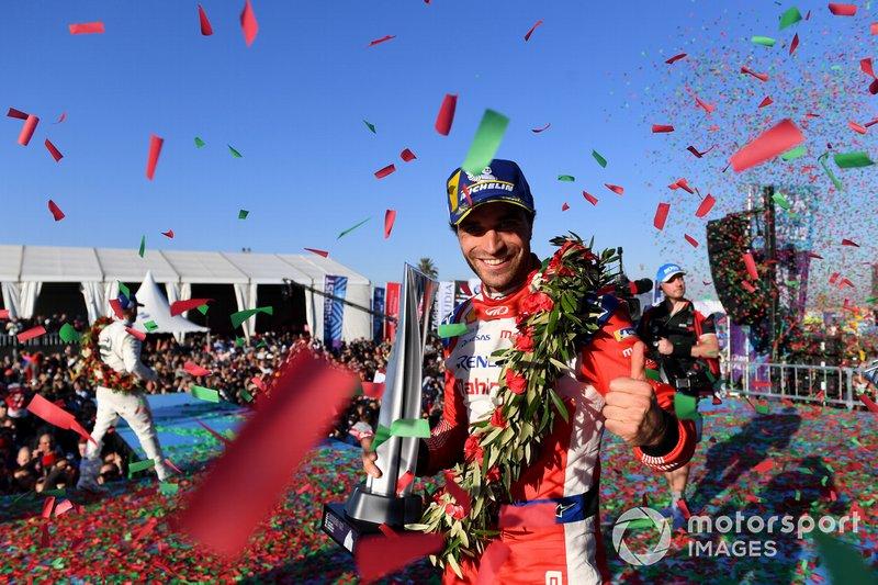 Podio: ganador de la carrera Jérôme d'Ambrosio, Mahindra Racing celebra