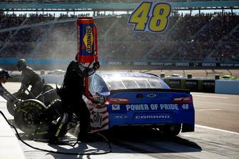 Jimmie Johnson, Hendrick Motorsports, Chevrolet Camaro Lowe's Power of Pride pit stop