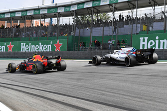 Max Verstappen, Red Bull Racing RB14 and Sergey Sirotkin, Williams FW41