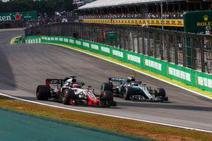 Valtteri Bottas, Mercedes AMG F1 W09 EQ Power+, Romain Grosjean, Haas F1 Team VF-18