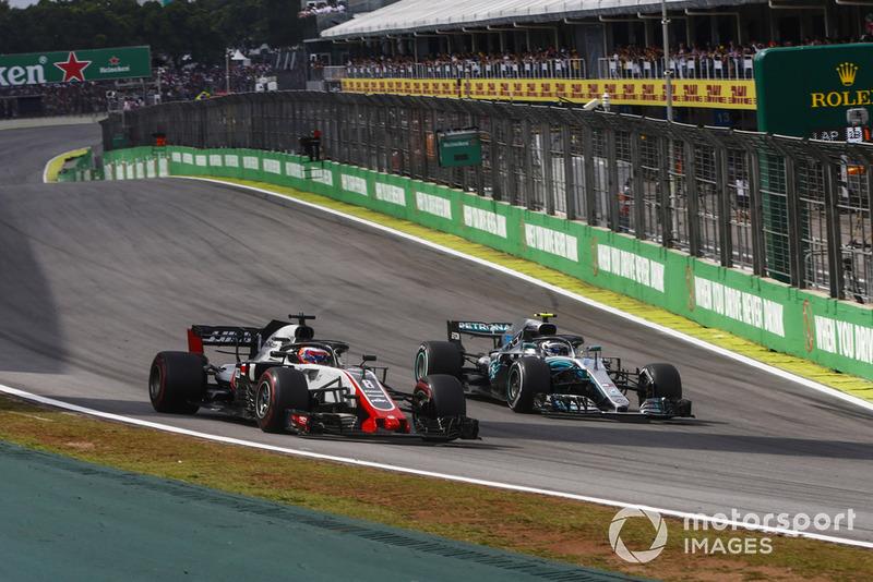 Валттері Боттас, Mercedes AMG F1 W09 EQ Power+, проходить Ромена Грожана, Haas F1 Team VF-18