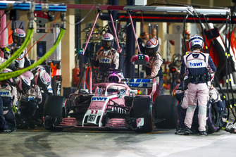 Sergio Perez, Racing Point Force India VJM11, maakt een pitstop