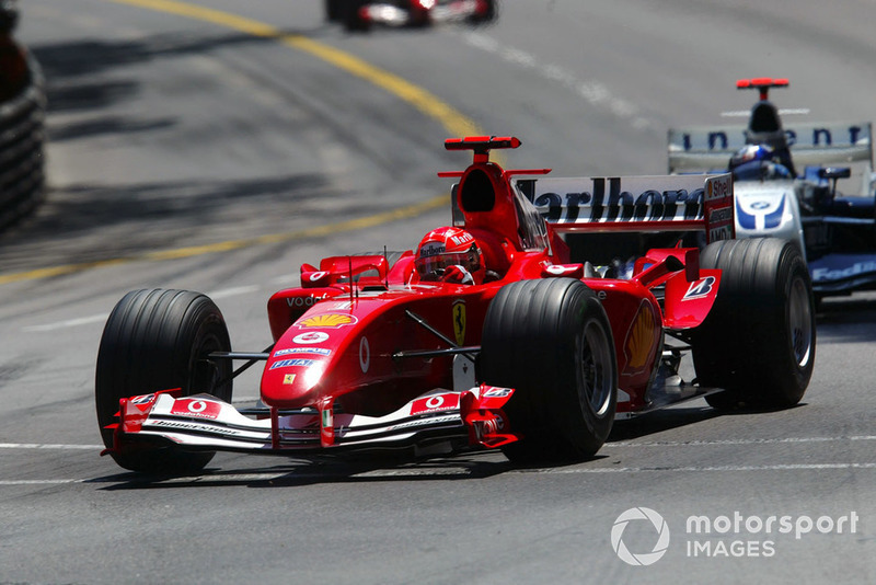 Рестарт дали только на восьмом круге. Его героем стал Хуан-Пабло Монтойя: гонщик Williams в первом повороте прошел Рубенса Баррикелло, после чего стал прессинговать занимавшего пятое место Шумахера