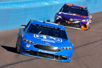 Ryan Blaney, Team Penske, Ford Fusion PPG and Denny Hamlin, Joe Gibbs Racing, Toyota Camry FedEx Ground