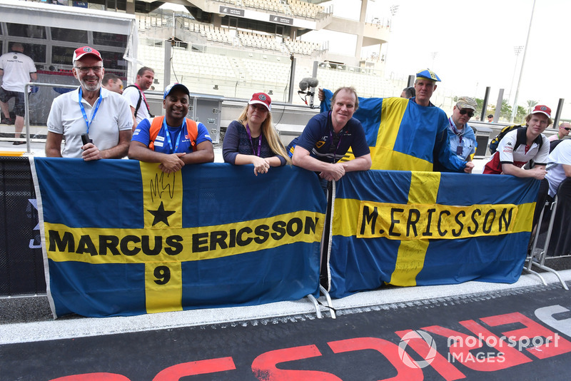 Marcus Ericsson, Sauber fans and banner