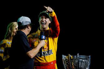 Joey Logano, Team Penske, Ford Fusion Shell Pennzoil celebrates