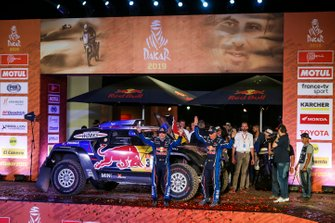Podio: X-Raid Mini JCW Team: Carlos Sainz, Lucas Cruz