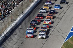 Joey Logano, Team Penske, Ford Fusion AAA Insurance, Kevin Harvick, Stewart-Haas Racing, Ford Fusion Mobil 1, restart