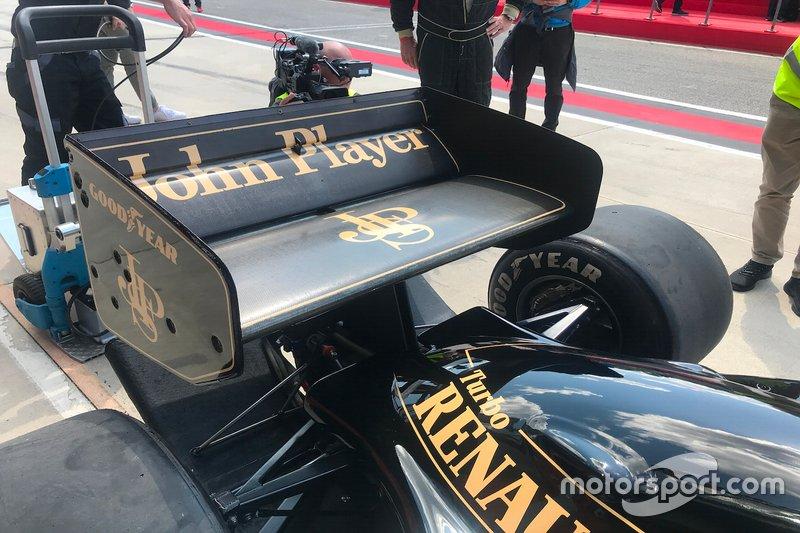Dettaglio dell'alettone posteriore della Lotus 97T di Ayrton Senna