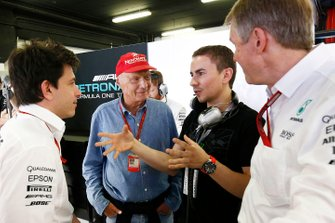 Jorge Lorenzo with Niki Lauda, Mercedes and Toto Wolff, Executive Director (Business), Mercedes AMG