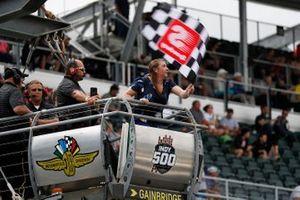 Kara Giacobazzi waves the checkered flag