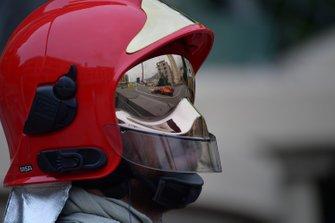 Sebastian Vettel, Ferrari SF90, reflected in a fire marshals visor