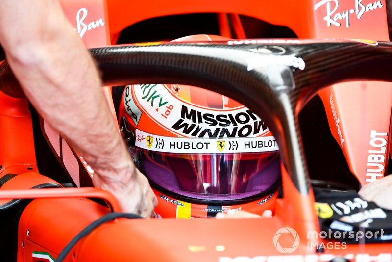 Capacete de Vettel em homenagem a Lauda, Ferrari