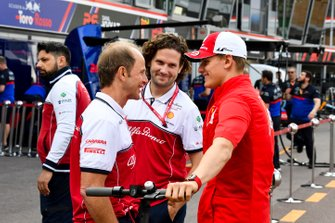 Mick Schumacher and Josef Leberer, Alfa Romeo Racing Trainer