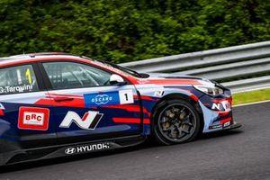 Gabriele Tarquini, BRC Hyundai N Squadra Corse Hyundai i30 N TCR with a flat tire