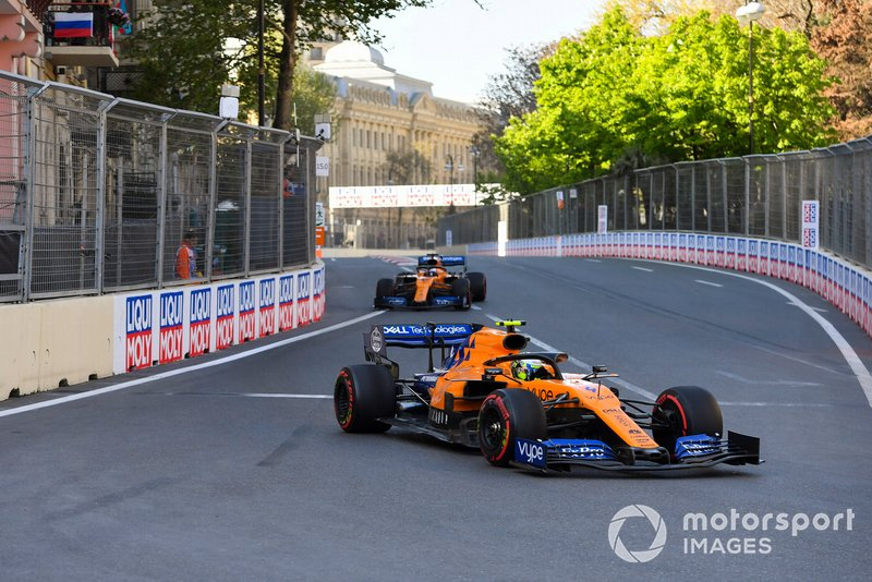 Впервые за год оба пилота McLaren закончили гонку в очковой зоне. Причем если ровно год назад в Баку Фернандо Алонсо и Стоффель Вандорн финишировали седьмым и девятым соответственно, то на этот раз Карлос Сайнс и Ландо Норрис заняли седьмое и восьмое места.