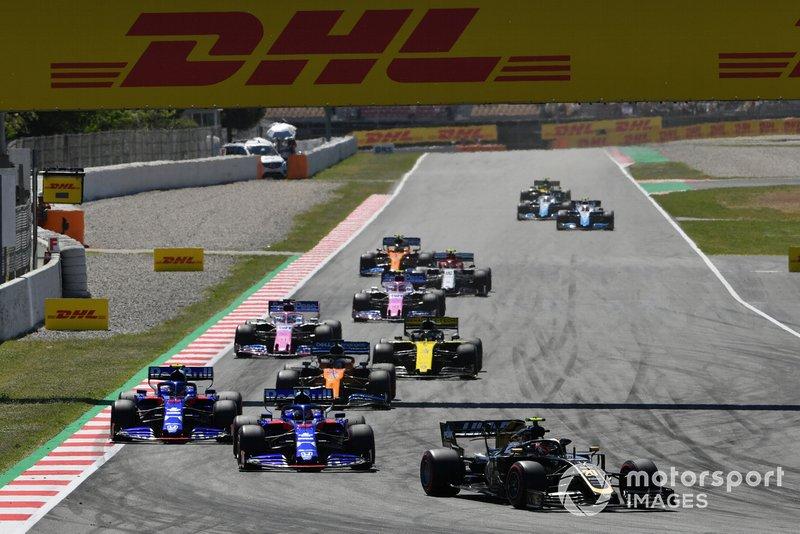 Kevin Magnussen, Haas F1 Team VF-19, leads Daniil Kvyat, Toro Rosso STR14, Alexander Albon, Toro Rosso STR14, Carlos Sainz Jr., McLaren MCL34, Daniel Ricciardo, Renault R.S.19, and Sergio Perez, Racing Point RP19