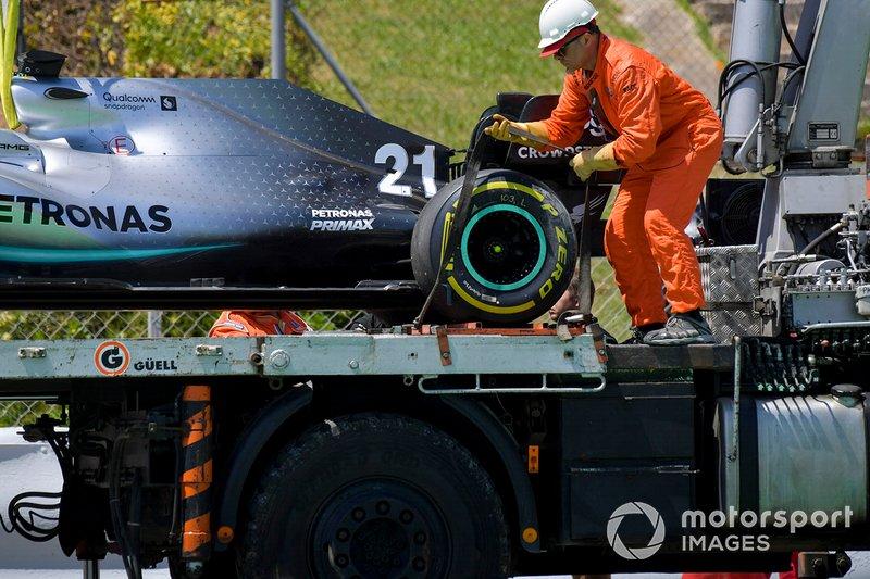 Coche de Nikita Mazepin, probador privado, Mercedes AMG F1 montado en la parte trasera de una grúa