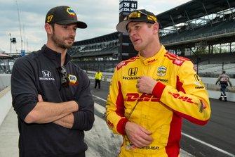 Alexander Rossi, Andretti Autosport Honda talks to Ryan Hunter-Reay, Andretti Autosport Honda