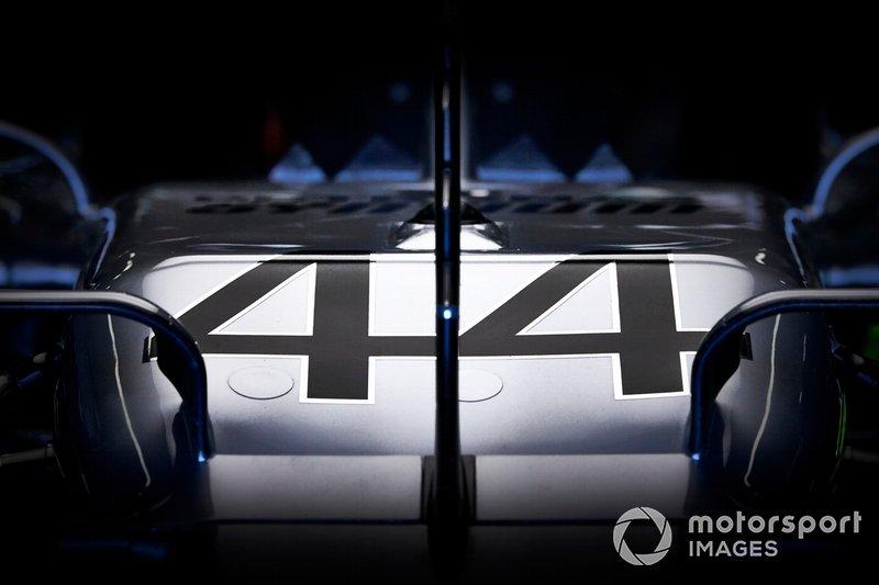 Dettaglio del numero sulla Mercedes AMG F1 W10 di Lewis Hamilton