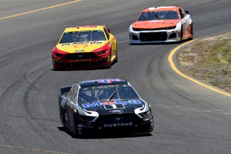 Kevin Harvick, Stewart-Haas Racing, Ford Mustang Mobil 1 and Joey Logano, Team Penske, Ford Mustang Shell Pennzoil