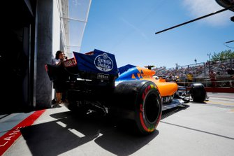 Lando Norris, McLaren MCL34, leaves the garage