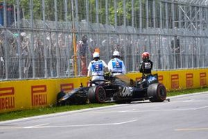 Kevin Magnussen, Haas F1 Team VF-19, crashes out towards the end of Q2