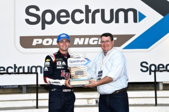 William Byron, Hendrick Motorsports, Chevrolet Camaro Liberty Patriotic wins the pole