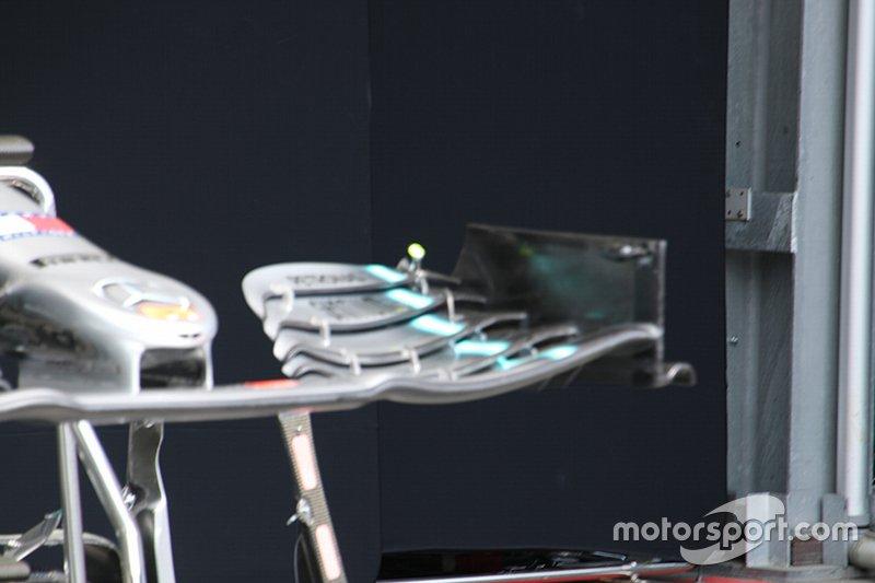 Detalle del alerón delantero del Mercedes AMG F1