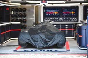 La voiture de Pierre Gasly, Red Bull Racing RB15 dans le garage