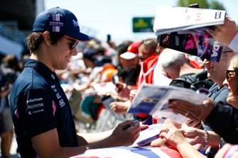 Lance Stroll, Racing Point, signs autographs