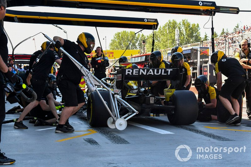 Nico Hulkenberg, Renault F1 Team R.S. 19, makes a stop during practice