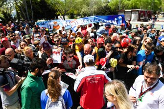 Kimi Raikkonen, Alfa Romeo Racing con fans