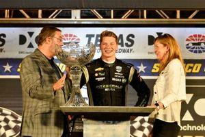 Josef Newgarden, Team Penske Chevrolet celebrates the win in victory lane with trophy