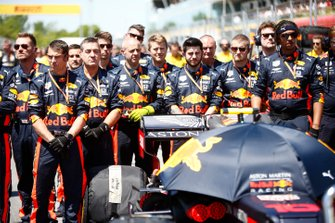 Red Bull Mechanics on the grid during the national anthem