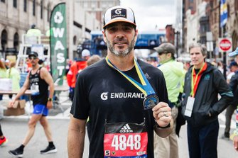 Jimmie Johnson im Ziel des Boston Marathon 2019