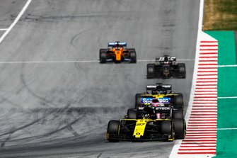 Nico Hulkenberg, Renault F1 Team R.S. 19, leads Lance Stroll, Racing Point RP19, Daniel Ricciardo, Renault F1 Team R.S.19, Romain Grosjean, Haas F1 Team VF-19, and Carlos Sainz Jr., McLaren MCL34