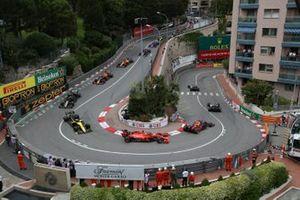 Lewis Hamilton, Mercedes AMG F1 W10, leads Valtteri Bottas, Mercedes AMG W10, Max Verstappen, Red Bull Racing RB15, Sebastian Vettel, Ferrari SF90, and Daniel Ricciardo, Renault R.S.19