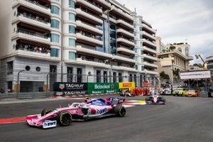 Lance Stroll, Racing Point RP19, Sergio Pérez, Racing Point RP19 y Kimi Raikkonen, Alfa Romeo Racing C38