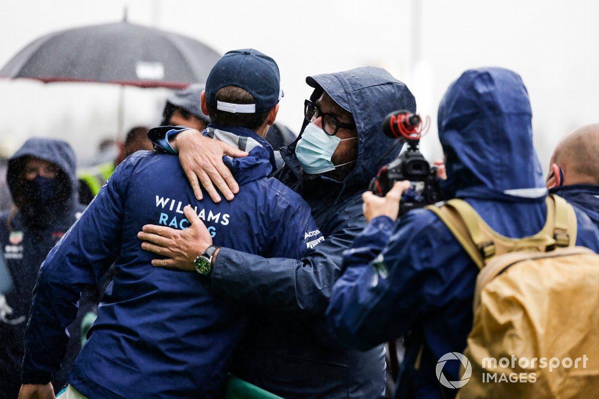 Segundo lugar George Russell, Williams celebra con el equipo